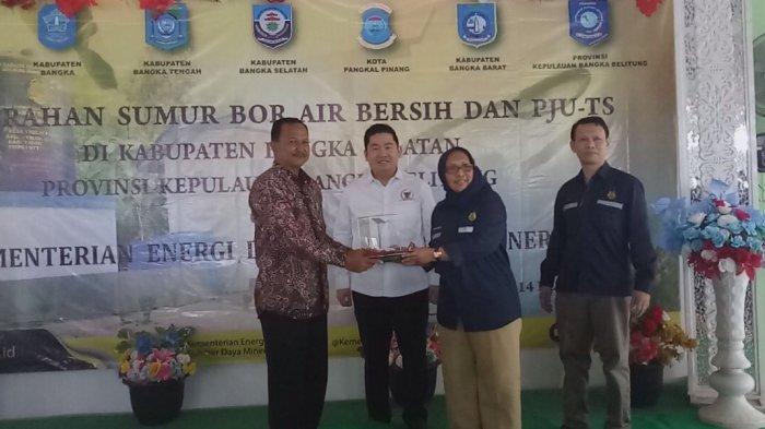Kementrian ESDM Salurkan Bantuan Sumur Bor dan PJU TS Desa Bencah