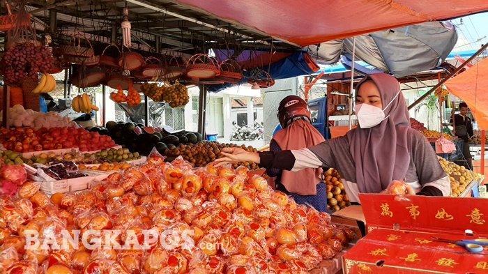 Pedagang Buah di kawasan Pasar Pagi Kota Pangkalpinang
