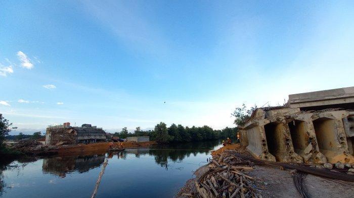 Penampakan buaya di sungai Jembatan Gantung, Pangkalpinang.