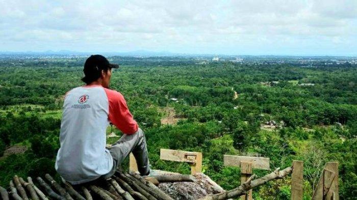 Pemandangan di atas bukit Pinteir dan saat mendaki