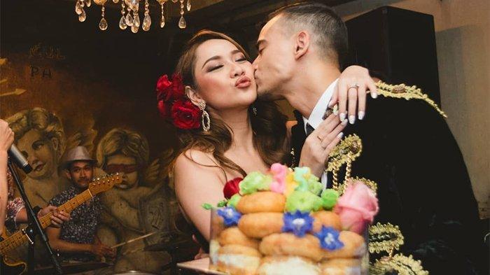 Suami Nyaris Berciuman dengan Seorang Laki-laki, Begini Ekspresi Bunga Citra Lestari