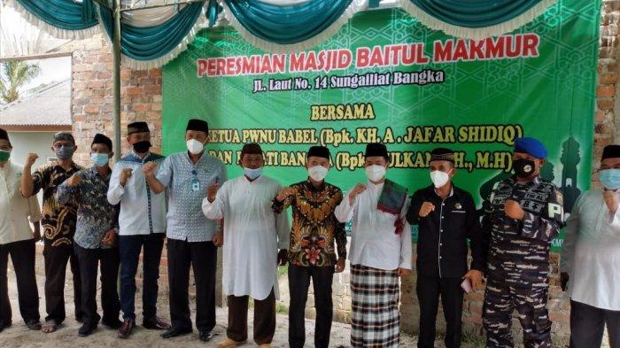Bupati Bangka Serahkan Dana Rp25 Juta Bantu Pembangunan Masjid Baitul Makmur