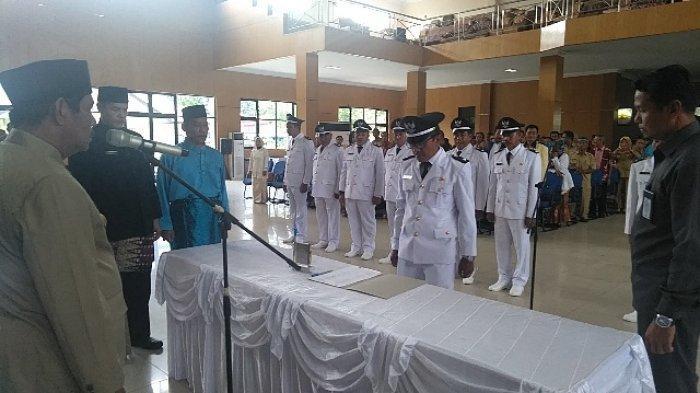 Bupati Belitung Lantik 12 Kades Terpilih, Ingatkan Kades Maksimalkan Potensi Masing-masing Desa