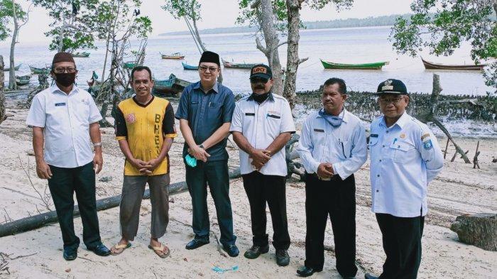 Bupati Markus Survey Lokasi Pembangunan Tambatan Perahu Nelayan Tanjung Niur