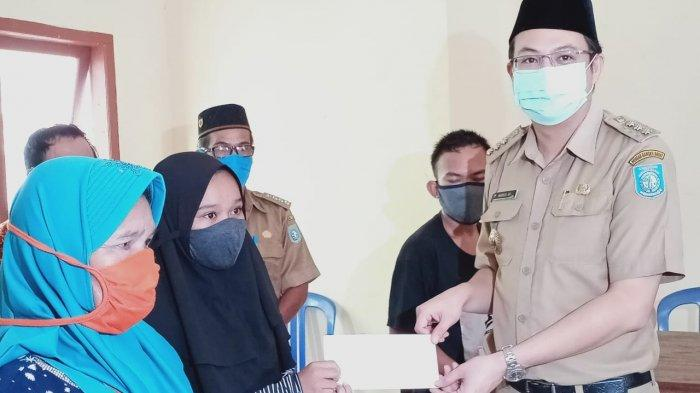 Safari Ramadhan, Bupati Markus Serahkan Sumbangan untuk Masjid dan Santuni Yatim Piatu