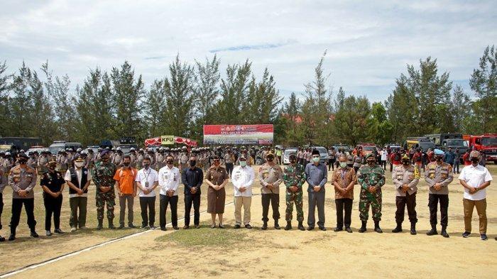 Foto bersama usai apel gelar pasukan pengamanan Pemilukada Babar 2020.