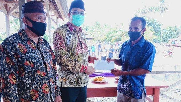 Dukung Desa Pusuk Sentra Wisata, Markus Sumbang Dana Bangun Mushola Pulau Nanas