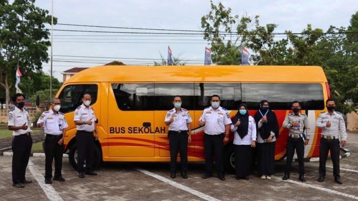 Dishub Bangka Belitung Berikan Bantuan Satu Unit Bus Sekolah ke Kabupaten Bangka