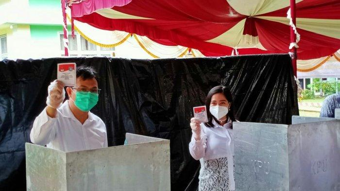 Pilkada Bangka Barat, Markus Nyoblos Bareng Istri dan Orangtua di TPS 04 Desa Pelangas