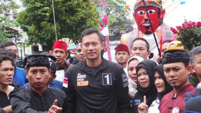 Bertemu Agus Yudhoyono, Ibu Ini Histeris dan Bilang 'Aku Takut Pingsan'