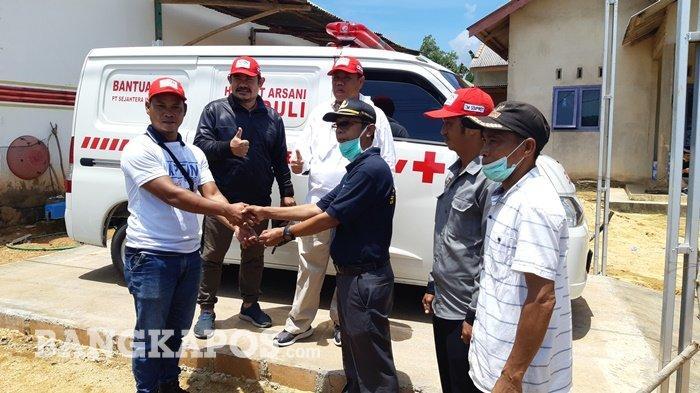 Warga Pasir Putih Bangka Selatan Dapat Ambulans Bantuan dari Hidayat Arsani