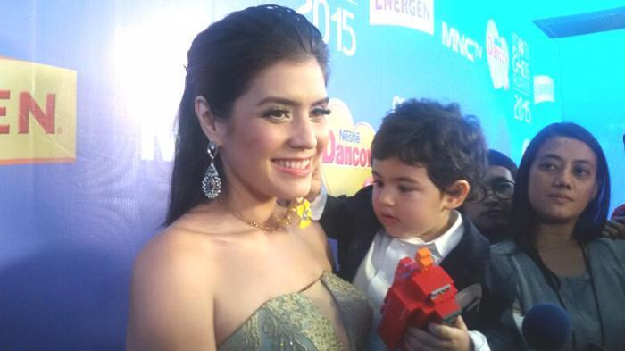 Carissa Putri dan putranya, Quenzino Acana Naif