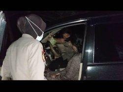 Sejoli Kepergok Mesum Dalam Mobil di Pantai Matras, Barang Pribadi Ini Jadi Bukti