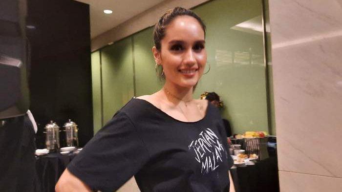 Cinta Laura sat ditemui Grid.ID di kawasan Soraya Intercine Film, Menteng, Jakarta Pusat, Selasa (12/11/2019).