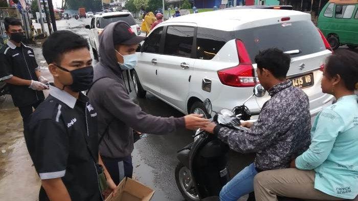 Club Minininjas Street Bangka Bagi 600 Masker Kain Pada Pengendara dan Pedagang