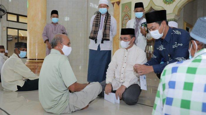 Berkah Ramadhan, 100 Mustahik Kelurahan Sinar Baru Dapat Santunan