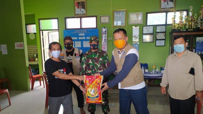 Warga Desa Bencah Jalankan PPKM, Gubernur Bangka Belitung Langsung Salurkan 40 Paket Sembako