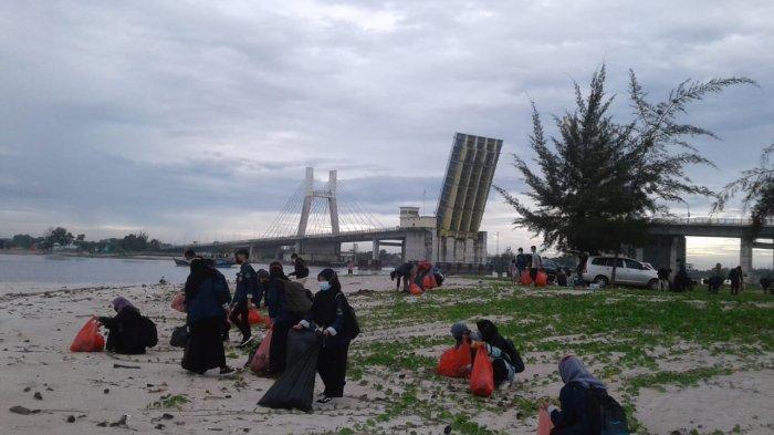 Peduli Lingkungan, Mahasiswa Prodi Pendidikan Agama Islam Lakukan Aksi Bersih Pantai