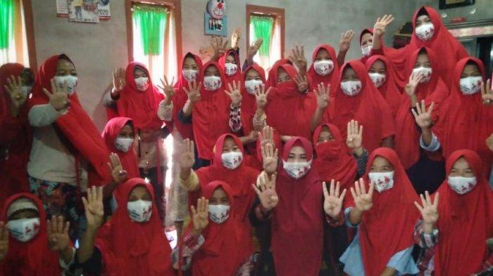 Menangkan Debby Jamro, Ibu-ibu Toboali Komit Coblos Jilbab Merah di Pilkada