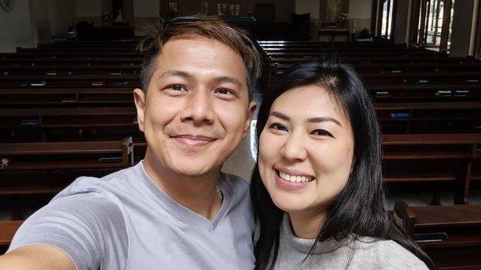 Delon Sebut Hilang Ingatan Soal Istri Pertama, Yeslin Wang Berkaca-kaca Ingat Masa Lalu