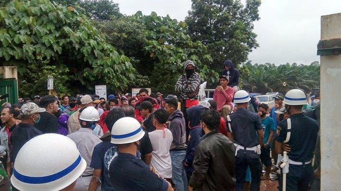 Inilah Lima Tuntutan Warga Mapur Ketika Demo di Pabrik PT GPL