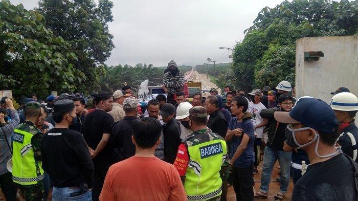 Ratusan Petani dan Pedagang TBS Demo di Pabrik Sawit PT GPL
