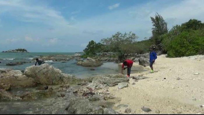 Menyusuri Wisata Pantai Baru di Pulau Bangka, Gugusan Batuan Memanjakan Mata