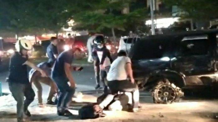 Detik-detik penangkapan oknum perwira polisi dan seorang rekan sesama kurir sabu di Jalan Soekarno Hatta, Kota Pekanbaru, Riau, Jumat (23/10/2020) malam sekitar pukul 19.00 WIB.(Dok. istimewa)