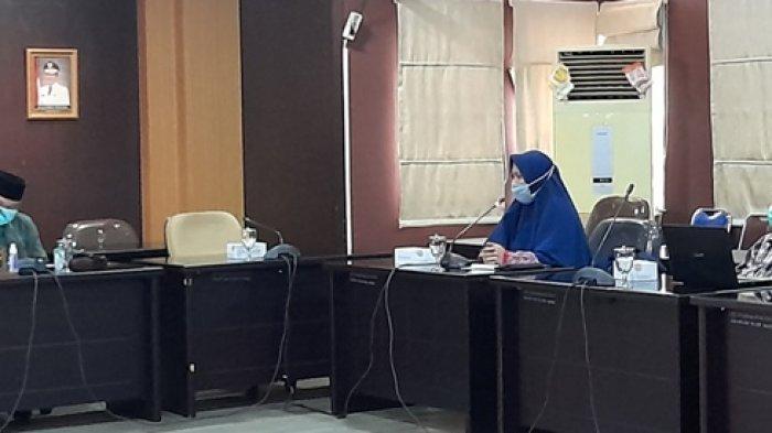 Dewi Menangis Terisak-isak Sampaikan Keluhan Nasib Guru Honorer Dihadapan DPRD Bangka Belitung