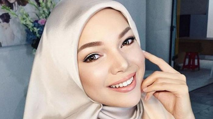 Ini Jawaban Mengejutkan Dewi Sandra Saat Ditanya Olla Ramlan Mending Selingkuh Atau Diselingkuhi