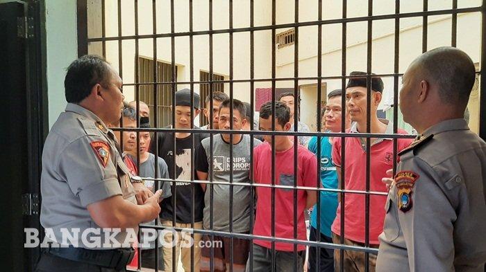 Tahanan Polres Pangkalpinang Diberikan Pembinaan dan Diberikan Kebebasan Melaksanakan Ibadah