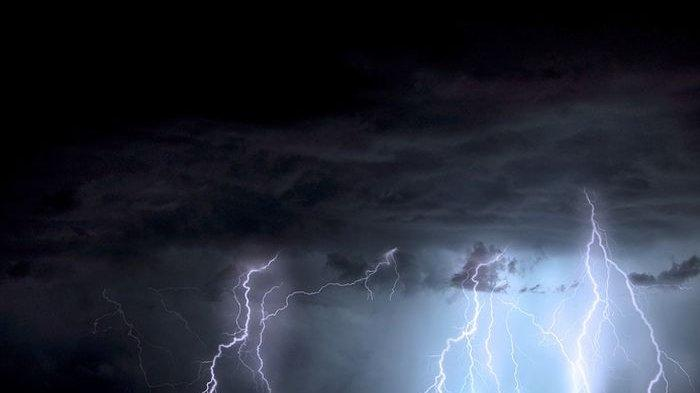 Mitos Hujan di Hari Jumat, Tanda Alam Jadi Petunjuk