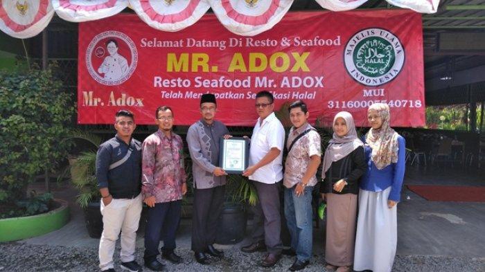 Restauran Mr. Adox Terima Sertifikat Halal LPPOM MUI
