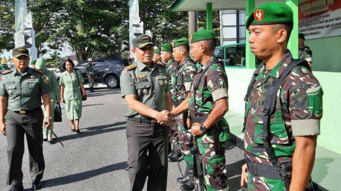 Danrem Kunjungi Kodim 0414 Belitung Disambut Prajurit Bersenjata