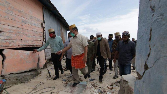 Kunjungi Pulau Gersik, Gubernur Bangka Belitung Erzaldi Tanggapi Kecemasan Warga