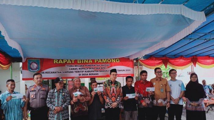 Bina Pamong di Desa Berang, Bupati Markus Sebut Pendidikan dan Kesehatan Warga Jadi Prioritas - diskominfobabar3.jpg