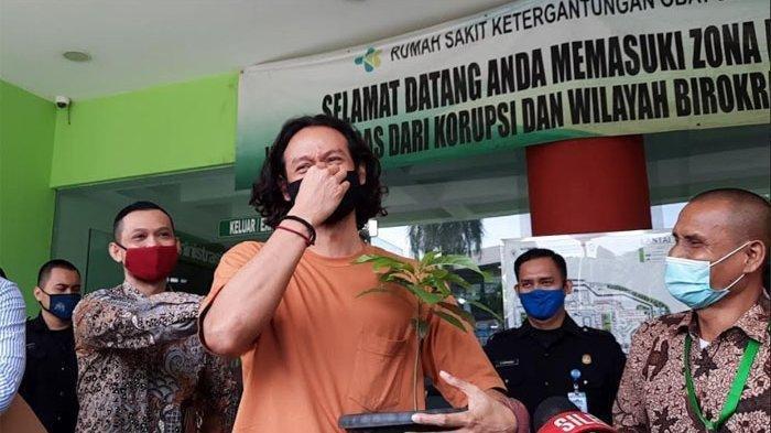 Dwi Sasono Bawa Bibit Alpukat Usai Keluar Rehabilitasi, Suami Widi Mulia Jelaskan Maksud dan Asalnya