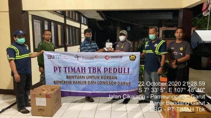 Tim ERG PT Timah Tbk Berikan Bantuan dan Edukasi Kesehatan untuk Para Korban Banjir