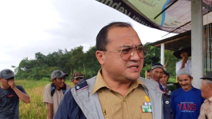 Gubernur Babel Serahkan Bus Sekolah ke Dusun C2 Lubuk Pabrik