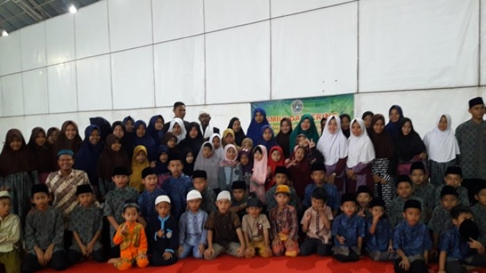 SD STKIP Muhammadiyah Serahkan Celengan Infak untuk Anak Yatim