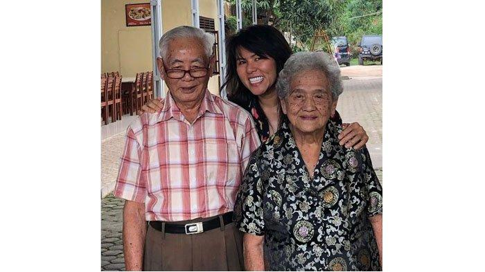 Fifi Letty Tiba-tiba Posting Foto Kakek & Nenek, Terungkap Dukungan dan Kekecewaan pada Ahok BTP