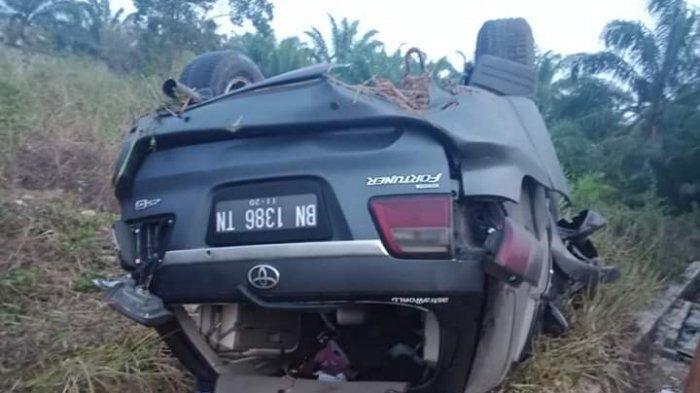 Mobil Fortuner Ringsek Setelah Alami Kecelakaan Tunggal di Jalan Raya Namang