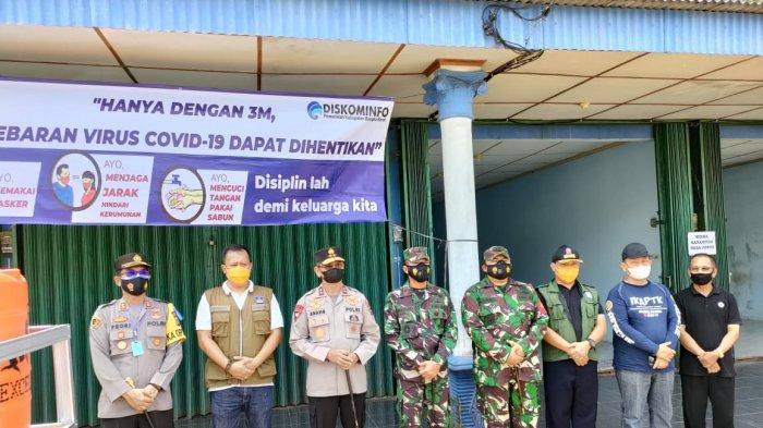 Kunjungan Kapolda Babel, Irjen Pol. Drs. Anang Syarif Hidayat bersama rombongan ke Rumah Karantina dan Posko Covid-19 Desa Jebus, Sabtu (24/04/2021).