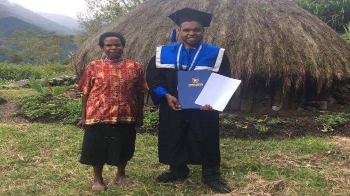 Putra Pedalaman Papua Jadi Wisudawan Terbaik, Orangtua Tak Datang Karena Biaya, kishanya Viral