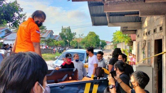 Warga Jalan KH Ahmad Dahlan Dalam, RT 24 RW 29, Desa Aik Rayak, Kecamatan Tanjungpandan, Kabupaten Belitung dihebohkan penemuan mayat diduga gantung diri pada Minggu (24/1/2021) sore. Berdasarkan informasi, jenazah laki-laki bernama Supandi itu ditemukan dalam kondisi tergantung seutas tali jemuran di sebuah gudang servis AC. Jenazah pria berusia 50 tahun itu pertama kali ditemukan keluarganya ketika hendak membuka gudang.