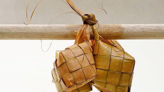 Gantung ketupat bisa menjadi salah satu cara agar ketupat tidak cepat basi