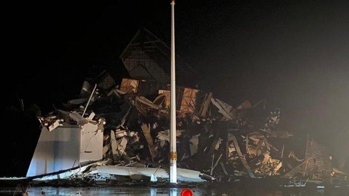 Gempa Majene Terkini, 34 Korban Tewas, 28 Kali Goncangan, Kantor Gubernur hingga Rumah Sakit Ambruk
