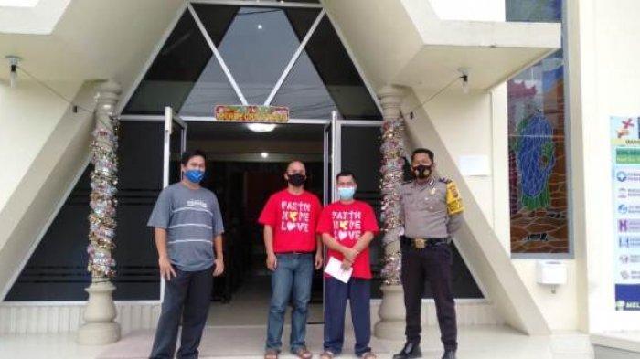 Anggota Polsek Belinyu jajaran Polres Bangka terus meningkatkan pengamanan di sejumlah gereja yang ada di Kecamatan Belinyu Kabupaten Bangka menjelang perayaan Natal dan Tahun Baru 2021.