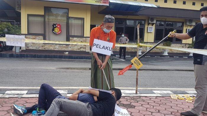 Reka Ulang Pembunuhan Bekas Menantu di Mapolres Bangka Tengah, Istri Pelaku Melihat Anaknya Dicekik