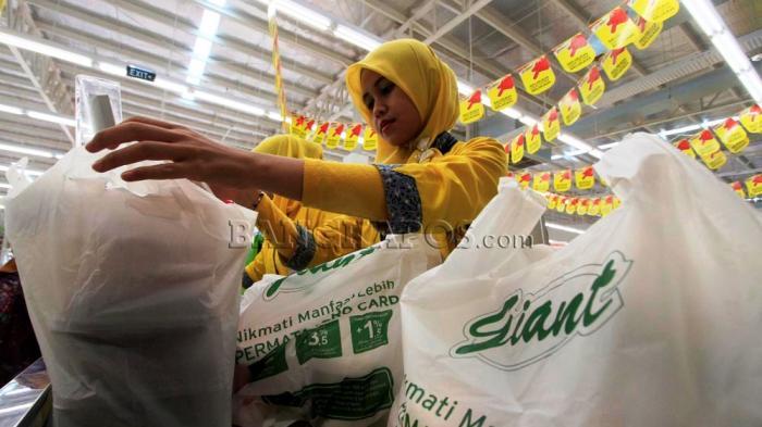 Giant Mulai Menerapkan Kantong Plastik Berbayar